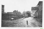 Zniszczony w  czasie  wojny   Dom Towarowy  p. Jażdżewskiego...