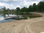Przedłużony pomost  nad  jeziorem ...